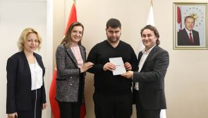 Rektör Hotar Otizmli Raci Demir'i Ağırladı